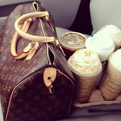 7 Things You Never Put in Your Purse, but Should ...