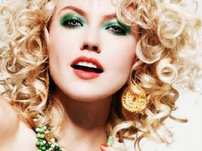 7 Pretty Ways to Wear Emerald Green Beauty Products ...