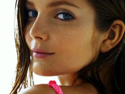 7 Super Cosmetics Brands for Sensitive Skin ...