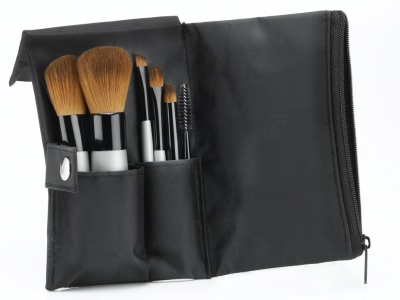 6 Reasons to Use CDB Makeup Brushes...