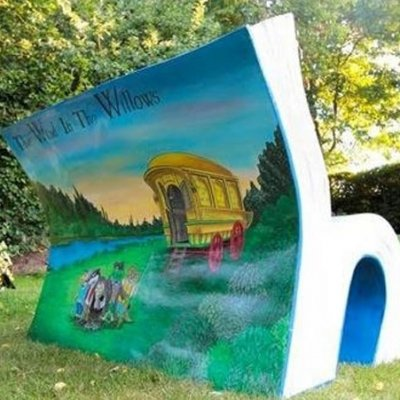9 Brilliant Examples of the London Book Benches ...