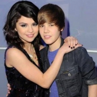 Selena Being Wooed by the Biebs...