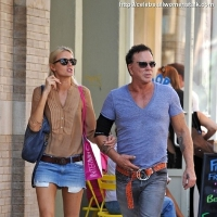 10 Photos of Rourke Shopping with Girlfriend ...