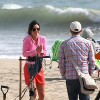 17 Photos of Courtney Cox Chilling on the Beach...