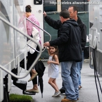 6 Photos of Suri Visits Katie ...
