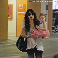 5 Photos of Nicole and Isla with Their Girls ...