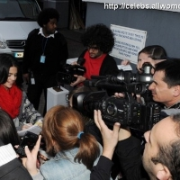 5 Photos of Selena Gomez Greets Her Fans ...
