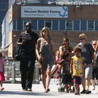 9 Photos of Heidi and Seal's Family Walk in the Park ...
