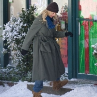8 Photos of Cameron Diaz Filming in Fake Snow...