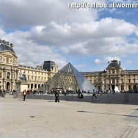 15 Photos of Kardashian Girls Tour Paris ...