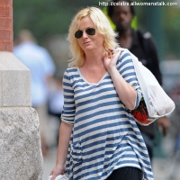 4 Photos of Poehler Carries Groceries ...