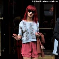 7 Photos of Rihanna's Toned Legs ...