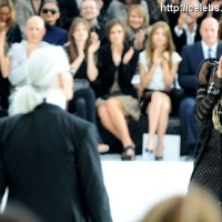 18 Photos of Chanel Fashion Show …