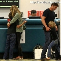 7 Photos of Elle Hugs Her Boys ...