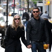 4 Photos of Amanda and Dominic Hold Hands ...