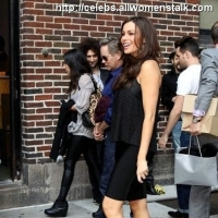 5 Photos of Vergara Loves the Fans ...