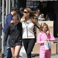 5 Photos of Kelly Bensimon and Her Girls Shopping ...