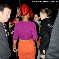 3 Photos of Rihanna's Colorful Look ...