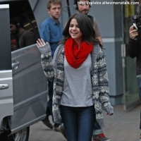 3 Photos of Selena Waves at MTV ...