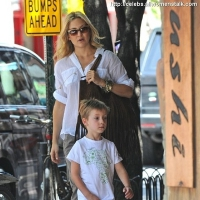 6 Photos of Kate and Ryder Scoot along ...