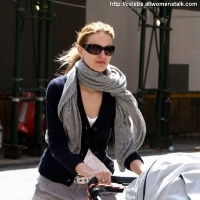 3 Photos of Kurkova and Son's Outing ...
