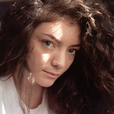 Dare to Go Bare with Inspiration from Lorde's Makeup-free Selfies ...