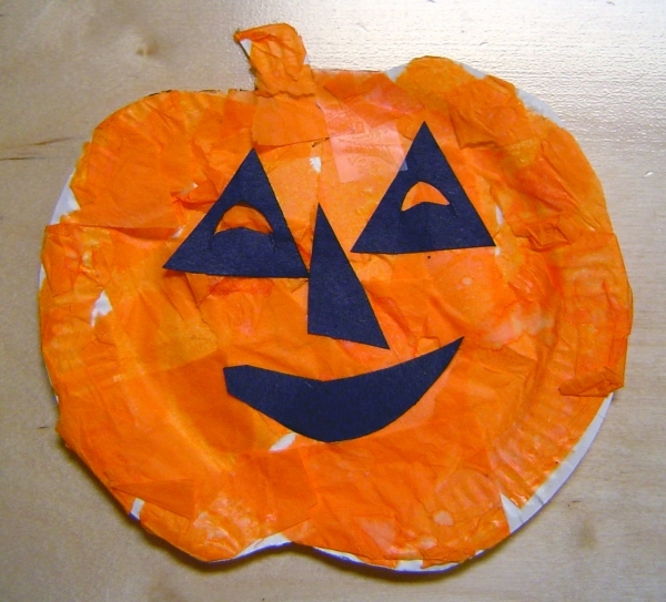 Paper Plate Pumpkins & Paper Plate Pumpkins - 7 Fall-themed Crafts to Create with\u2026