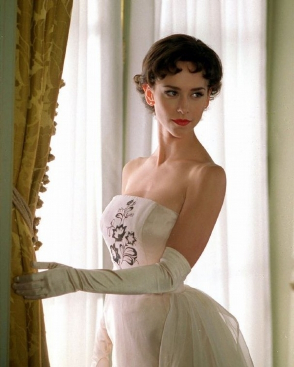 Jennifer Love Hewitt as audrey hepburn