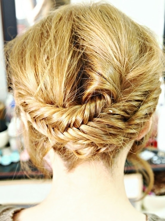 28192506 8272 7 Hair Styles Perfect for Windy And Rainy Day