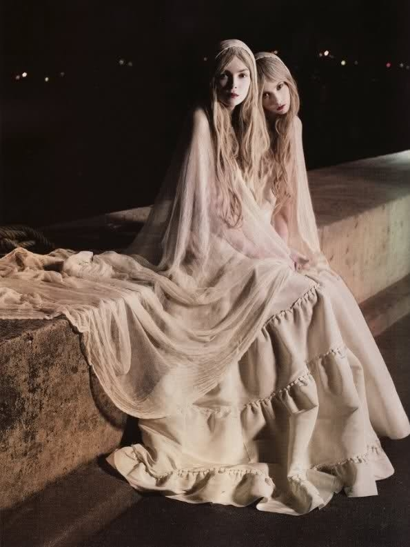 7 interesting facts about halloween that will blow your - Deguisement dame blanche ...