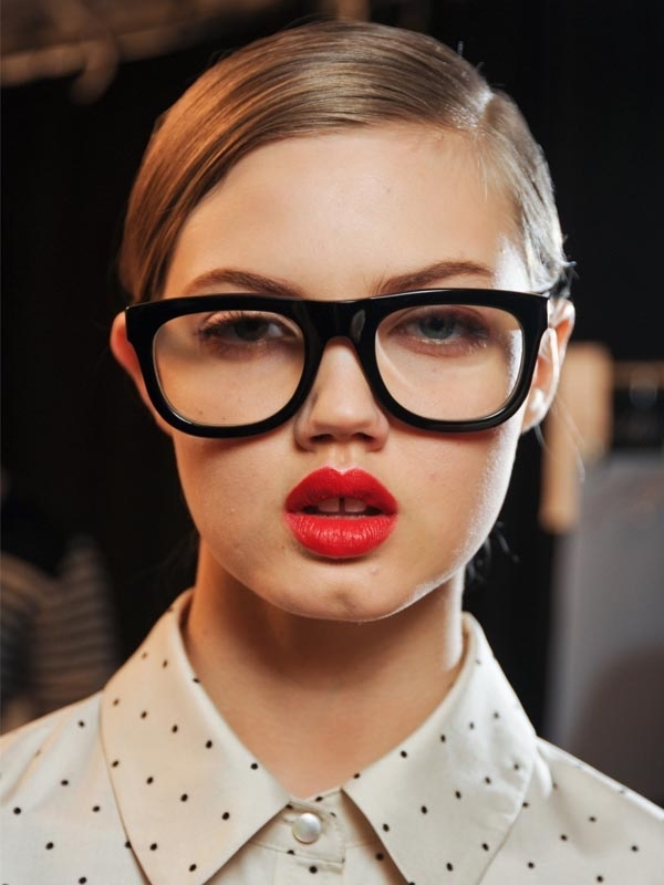 Glasses Frames To Make Eyes Look Bigger : Eyes Appear Bigger? Light Eyeliner - 21 Makeup Tricks for?