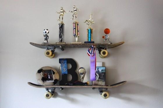 skateboard shelves 15 simple but awesome diy shelf ideas. Black Bedroom Furniture Sets. Home Design Ideas