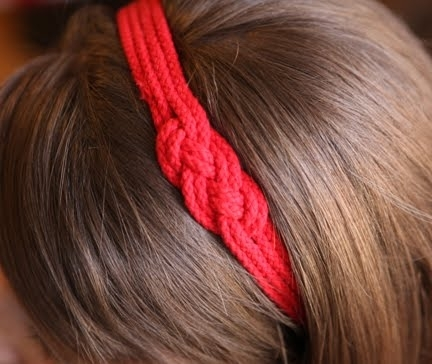 how to make a simple hairstyle at home : Looking for a headband to wear to a beach date ?