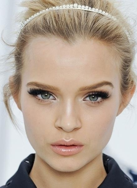 Highlight 11 Eyeliner Tips For Blue Eyes Makeup