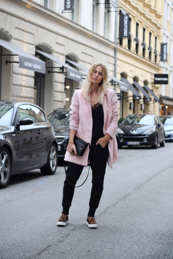 Furry Pink Coat - 9 Street Style Ways to Wear Pink Coats for Fall…