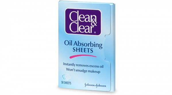 Oil absorbing sheet