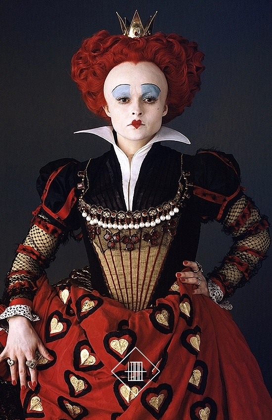 who plays the red queen in alice and wonderland