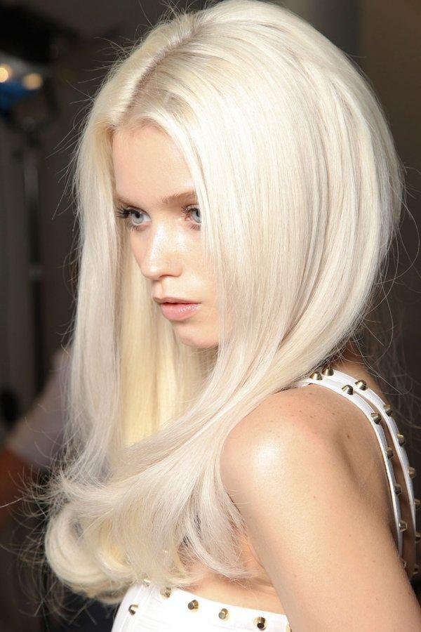 Adding Lowlights To Platinum Blonde @ Nico Bella Salon