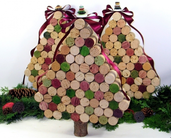 Wine cork 17 marvelous diy mini christmas trees diy here we have another easy mini christmas tree to make aside from the fact that this is easy to assemble its also a wonderful recycling project solutioingenieria Image collections