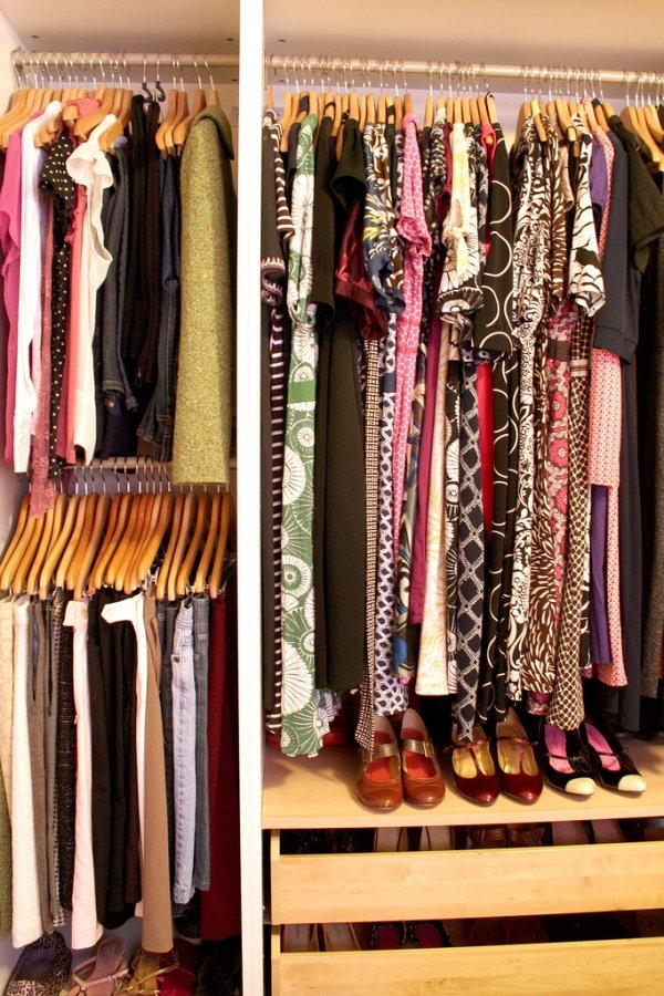 De-Clutter Your Closet