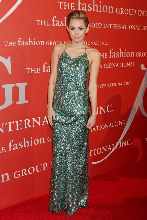 9 Celebrities Wearing Sparkly Sequin Dresses – Who Wore It Best? ...…