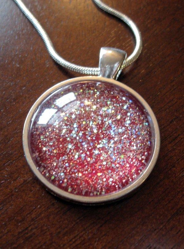 Glitter necklace 7 fun glitter crafts for kids to enjoy for Glitter crafts for kids