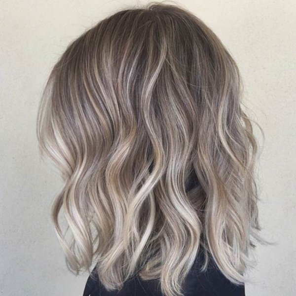 Short Wavy Bob Casual Messy Hairstyle For Thick Hair