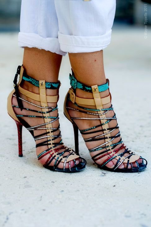 footwear,clothing,shoe,sneakers,leg,
