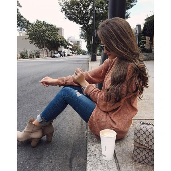 clothing, footwear, human positions, leg, hairstyle,