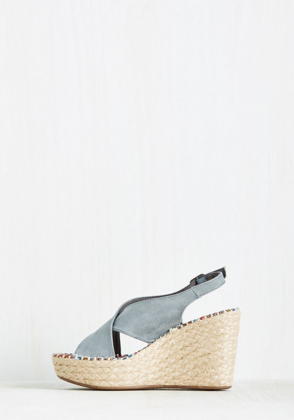 Slingback in Action Wedge