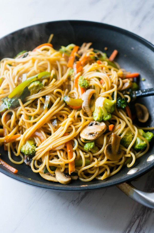 food, chow mein, fried noodles, dish, cuisine,
