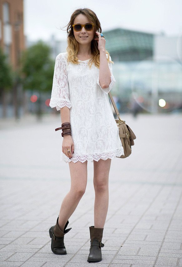 с какими сапогами одеть белоснежное платье