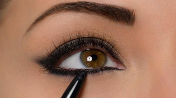Trace a Line along the Base of the Lower Lashes with Artist Liner