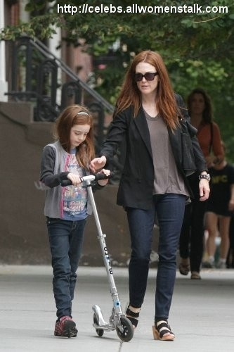 Photos Of Julianne Moore and Liv Scoot